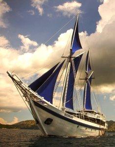 ombak-putih-under-sail
