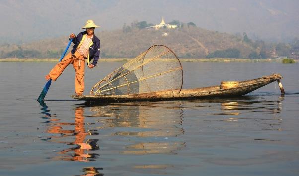 lake-inle-leg-rower